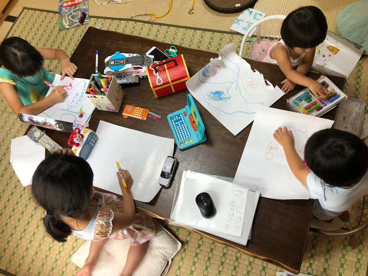 子供 お絵描き 水できえるクレヨン